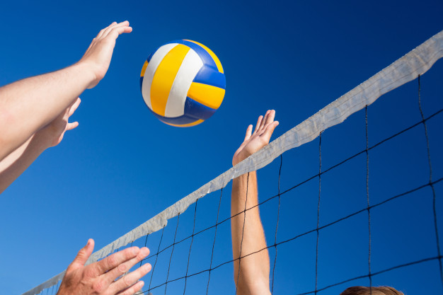 friends playing volleyball 13339 207614