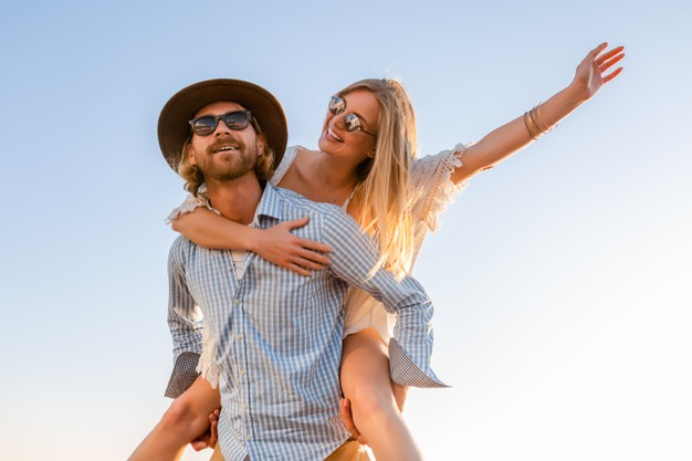 attractive happy couple laughing traveling summer by sea 285396 7585 1