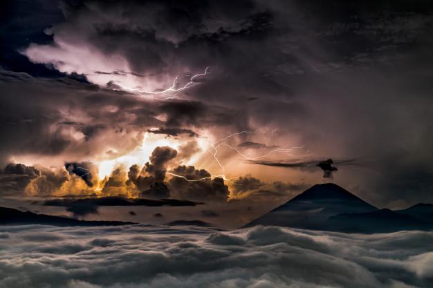 ฝันเห็นพายุ